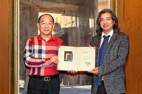 韩玉臣油画作品《守望》被中国美术馆收藏
